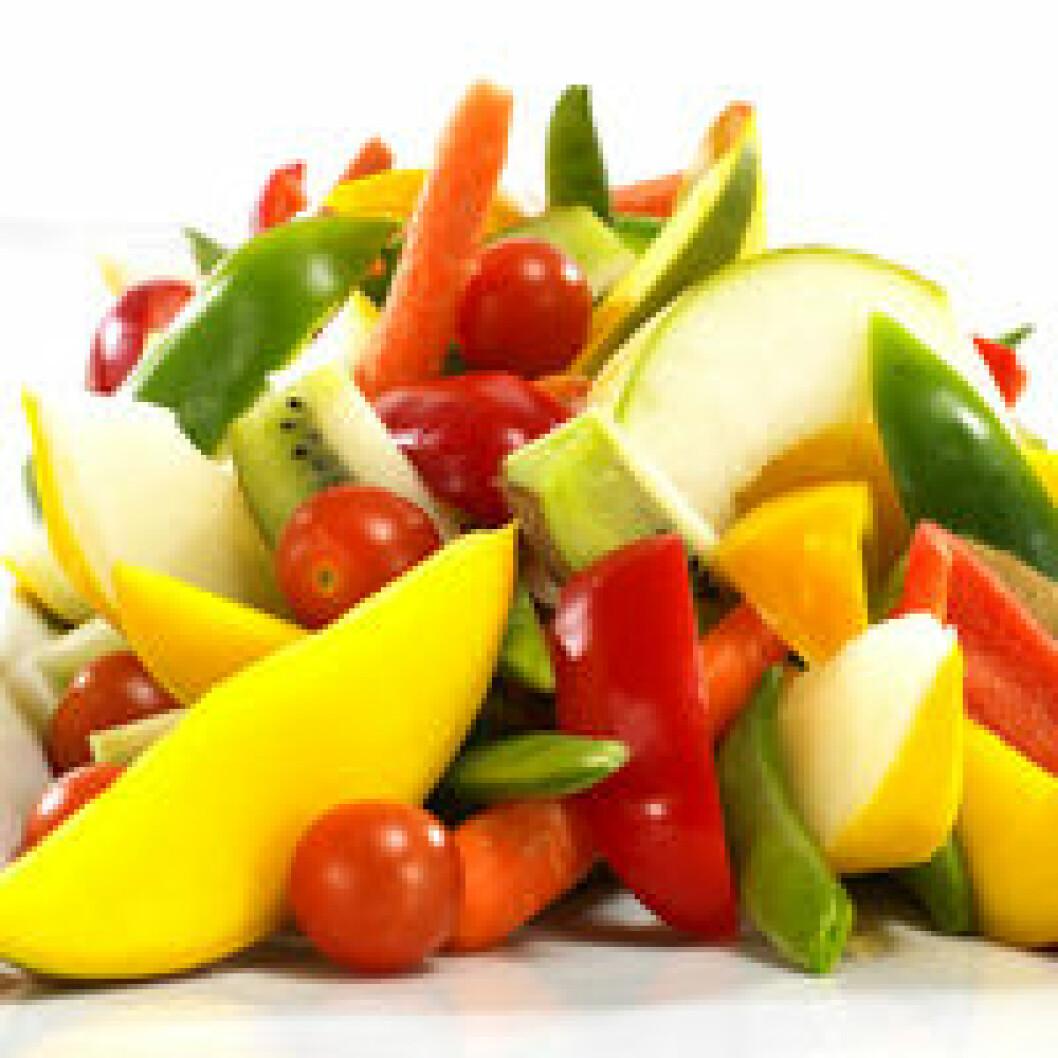 80-90 prosent av befolkningen spiser mindre frukt og grønnsaker enn den anbefalte minstemengden, anslår Helsedirektoratet. (Foto: Bama)