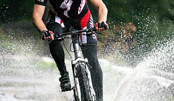 Tråkk i vei på sykkel