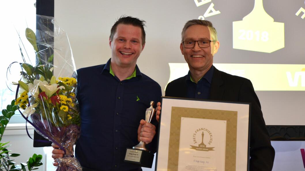 Eirik Jarl Nilssen og Frank Rune Røvde i Elkjøp er fornøyde med å ha blitt kåret til beste franchisekjede. Foto: Kaja Celine Rygh.