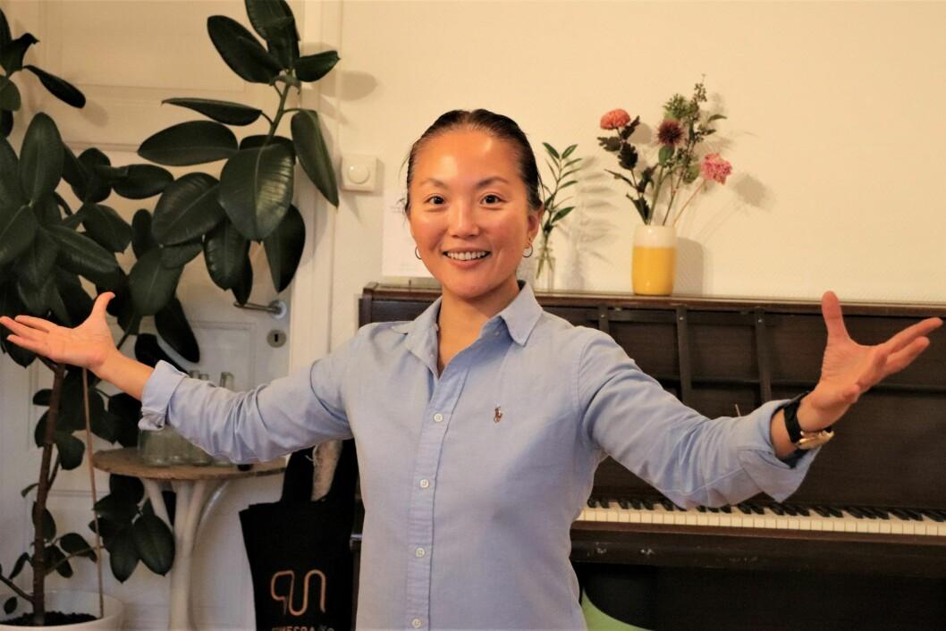 Nina C. Helleland er stemmecoach for ledere og andre som vil lære å bruke stemmen på en bedre måte.