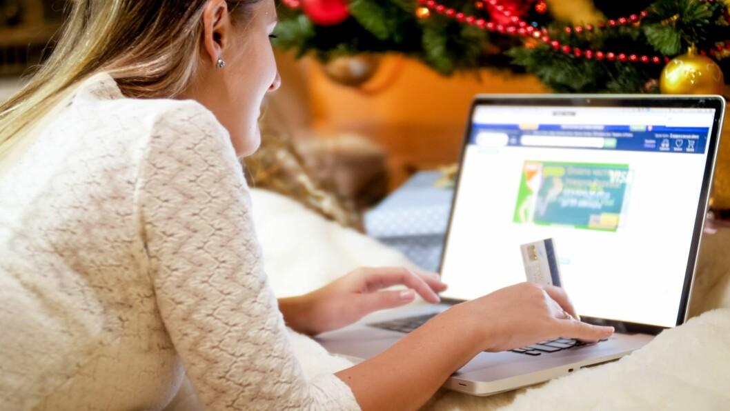 Et gavekort fra arbeidsgiver er en julegave som mange setter pris på, men husk at kortet ikke skal kunne brukes til uttak av penger. (Ill.foto: Colourbox)