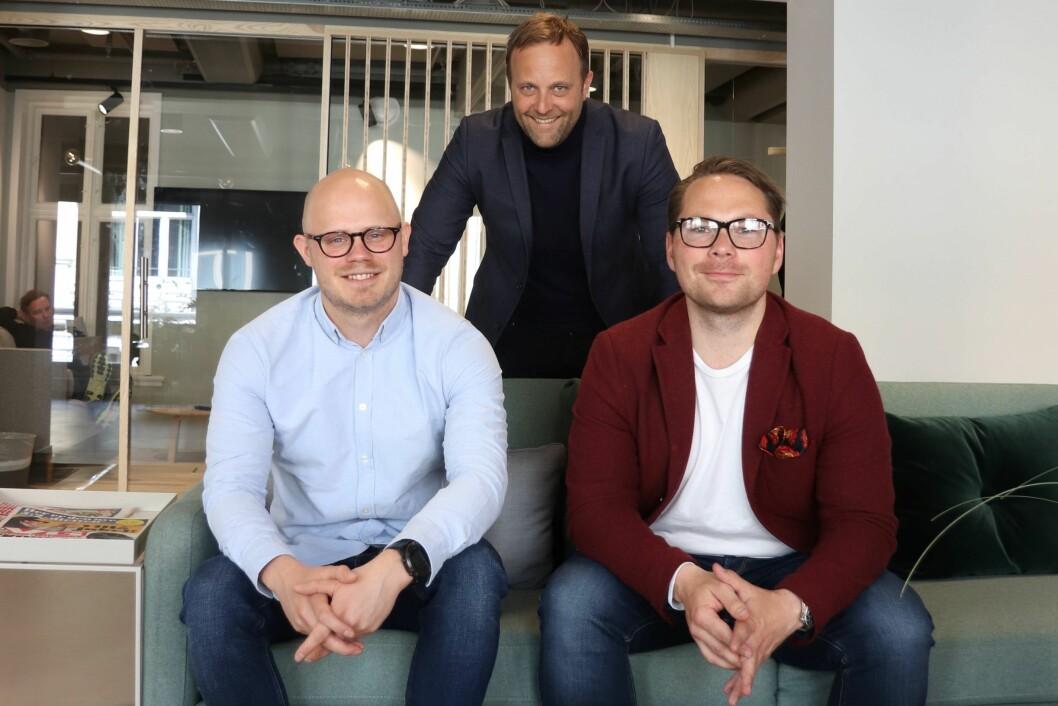 En chatbot kan spille en viktig rolle i endringsprosesser mener (f.v.) Anders Tvedten og Sindre Beyer som er rådgivere i Try Råd og gründer Steffen Svartberg Kristiansen i Cavai.