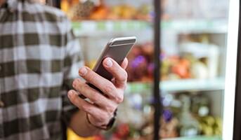 Mobilen er et økende arbeidsmiljøproblem i varehandelen