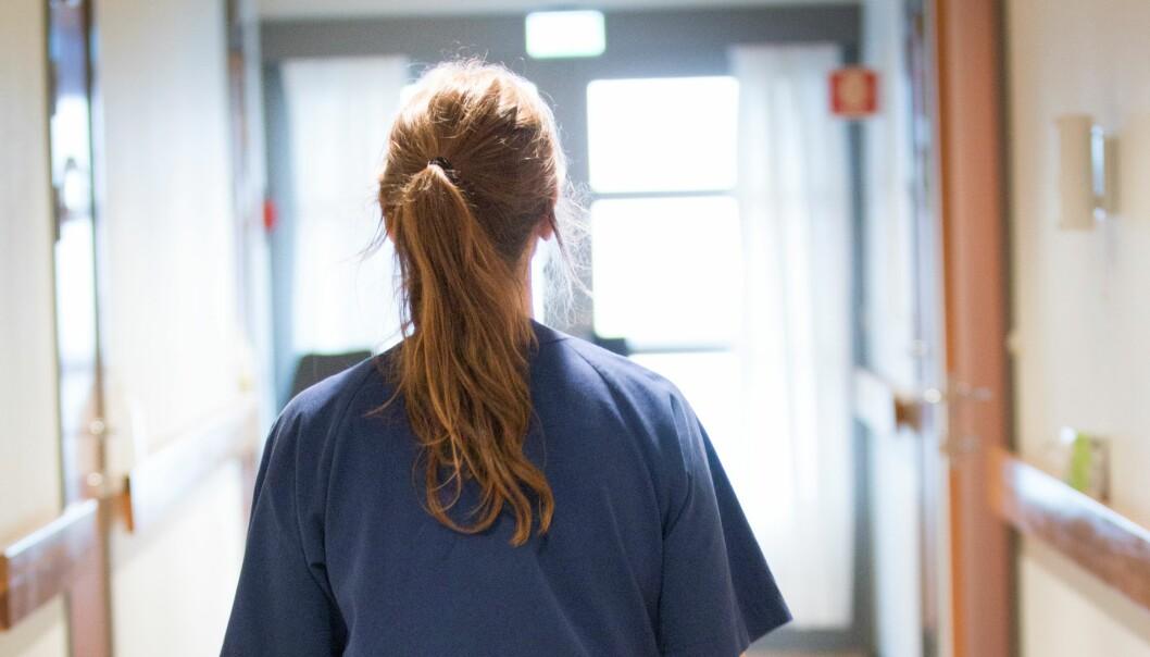 Mange ansatte i helsesektoren og andre arbeidstakere er i karantene for å unngå å smitte andre.Ettersom inkubasjonstiden for koronaviruset synes å være om lag 14 dager, vil arbeidsgiver i praksis være ansvarlig for å betale lønn i hele karanteneperioden også i tilfeller der arbeidstakere viser seg å ikke bli syke av koronaviruset.