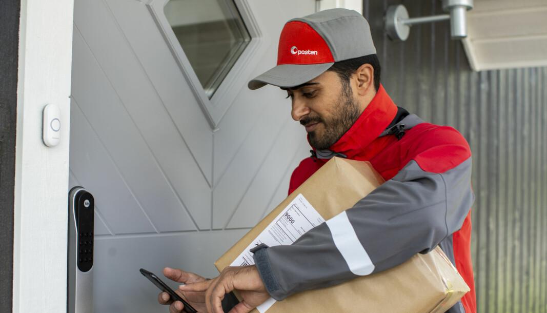 Posten har opplevd sterk økning i etterspørselen etter hjemlevering av pakker i forbindelse med koronaviruset.