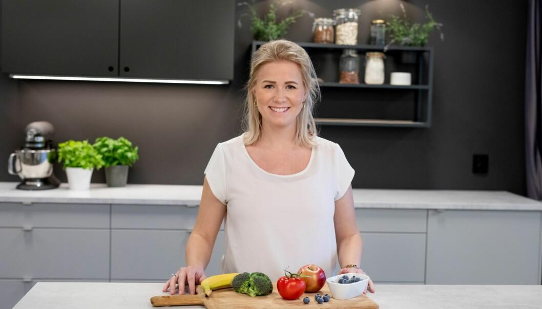Ernæringsrådgiver Iselin Bogstrand Sagen ha tips til deg om hvordan du kan spise sunnere på hjemmekontoret.