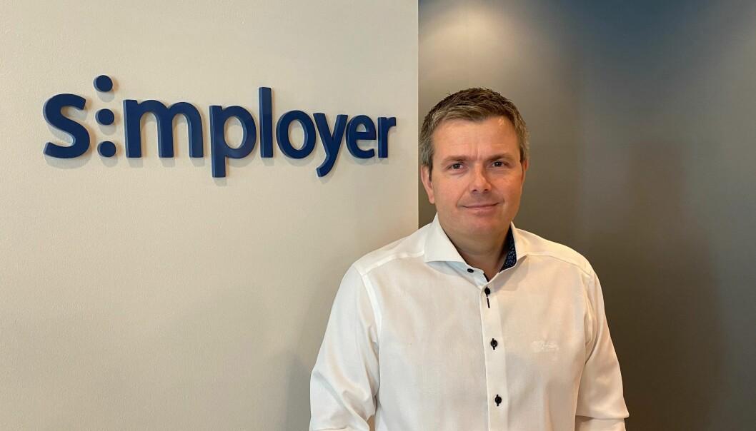 Koronapandemien reduserte antallet jobbreiser i 2020 med nesten 40 prosent. Det har norske arbeidsgivere spart milliardbeløp på, sier Espen Øren i Simployer.