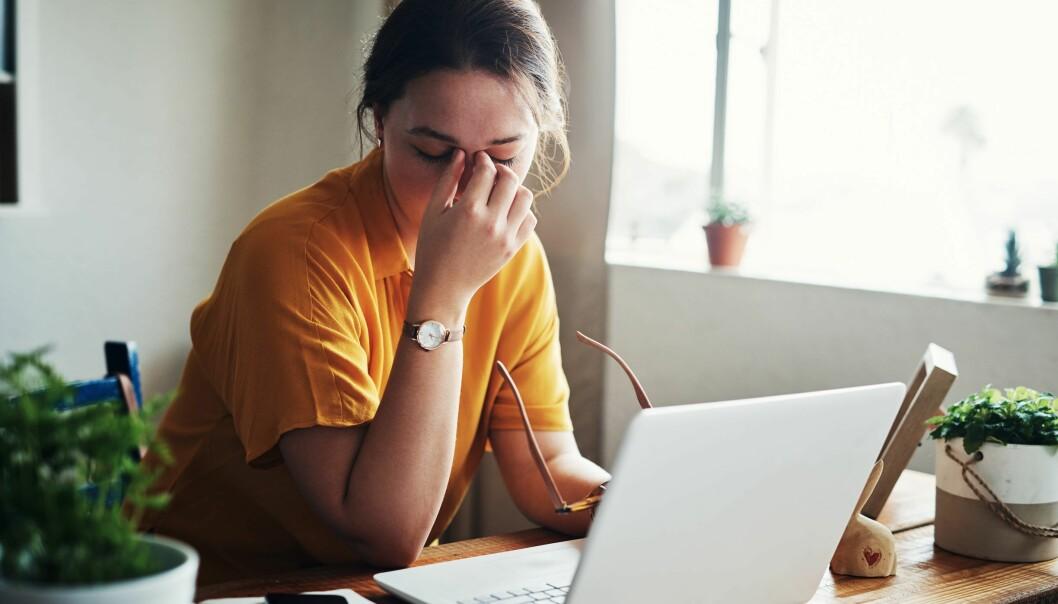 Økende stress, redusert trivsel og manglende balanse mellom jobb og fritid er noen av effektene av hjemmekontor.