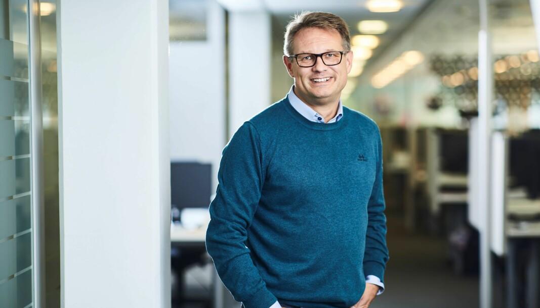 Sigmund Clementz er kommunikasjonssjef i If. Her i jobbantrekk han også bruker på hjemmekontoret.